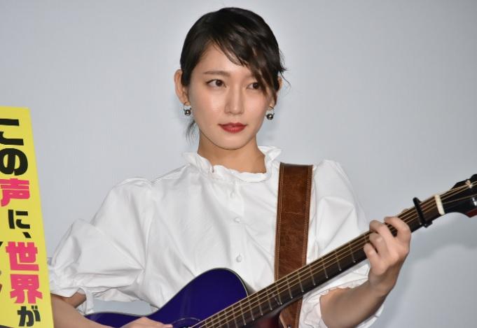 吉岡里帆はギターと歌が上手い!ギターのメーカーは何?まとめてみた